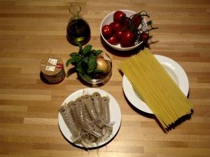 Linguine con canocchie e pomodori pizzutello freschi