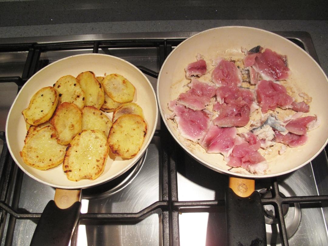Filetti di palamita con granella di pistacchio e patate croccanti, cottura