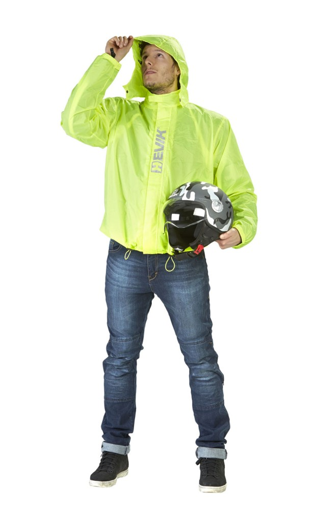 HEVIK, giacca antipioggia RAIN FLUO, 47 euro