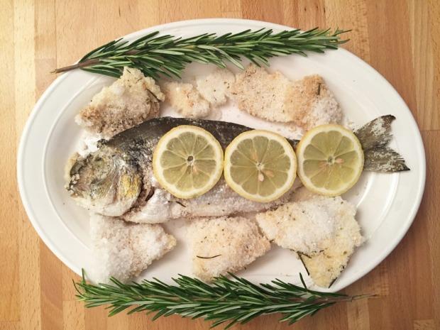 Orate agli aromi in crosta di sale
