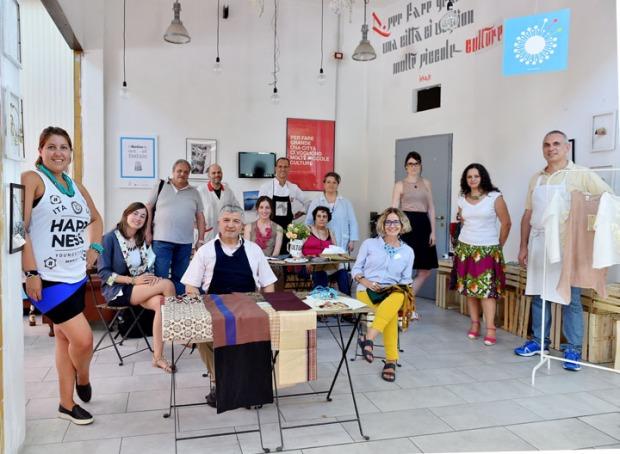 L'Atelier di out of fashion con i commercianti del Mercato del Lorenteggio